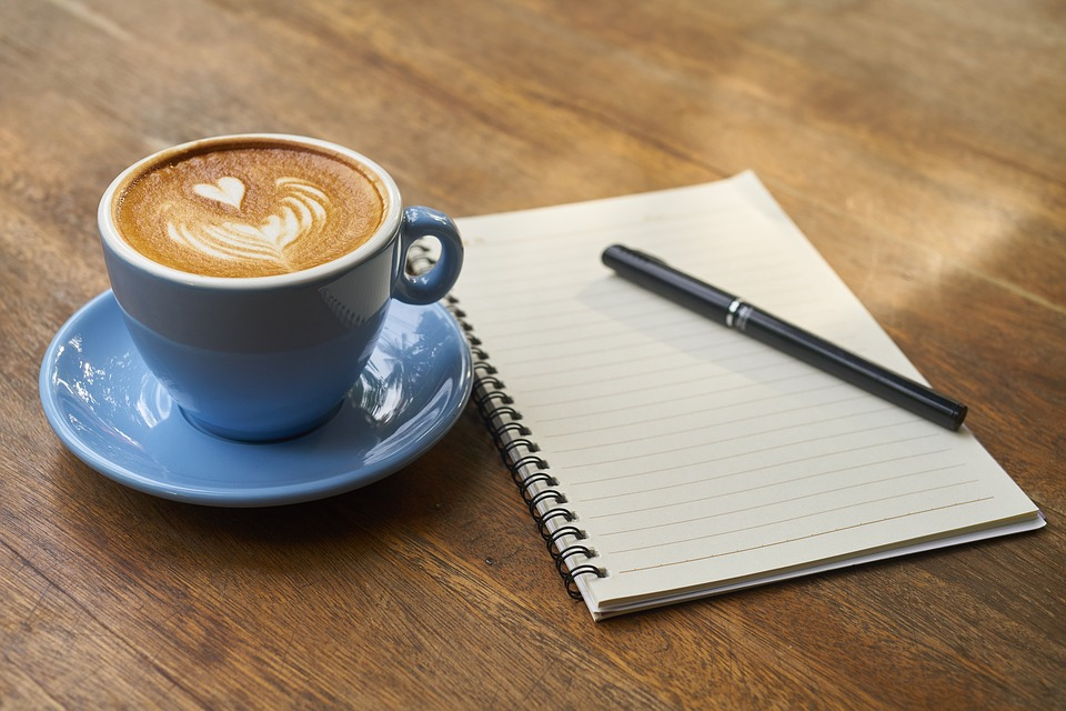Kaffe og notesbog