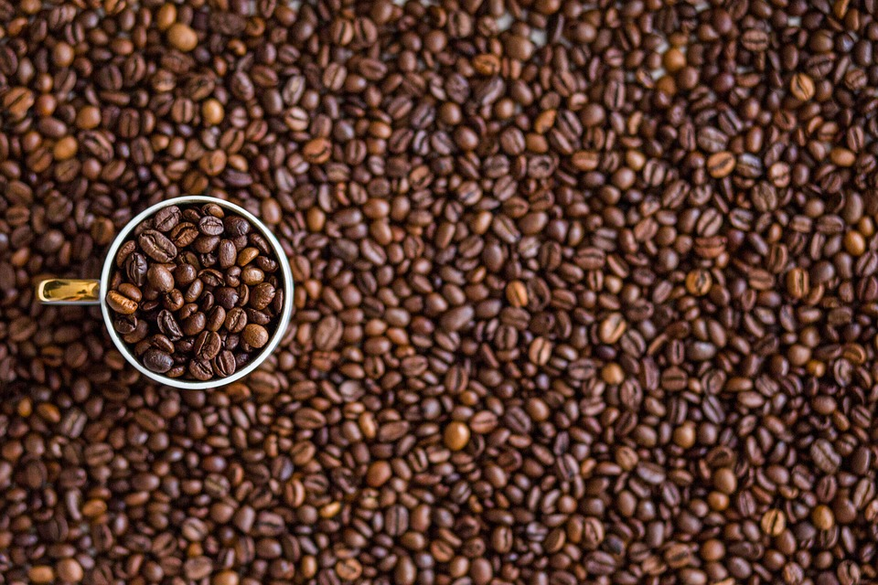 Kaffebønner og krus
