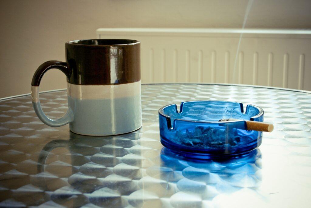 Kaffe og cigaret