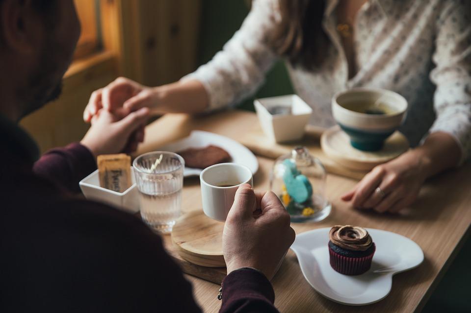 To mennesker på kaffedate