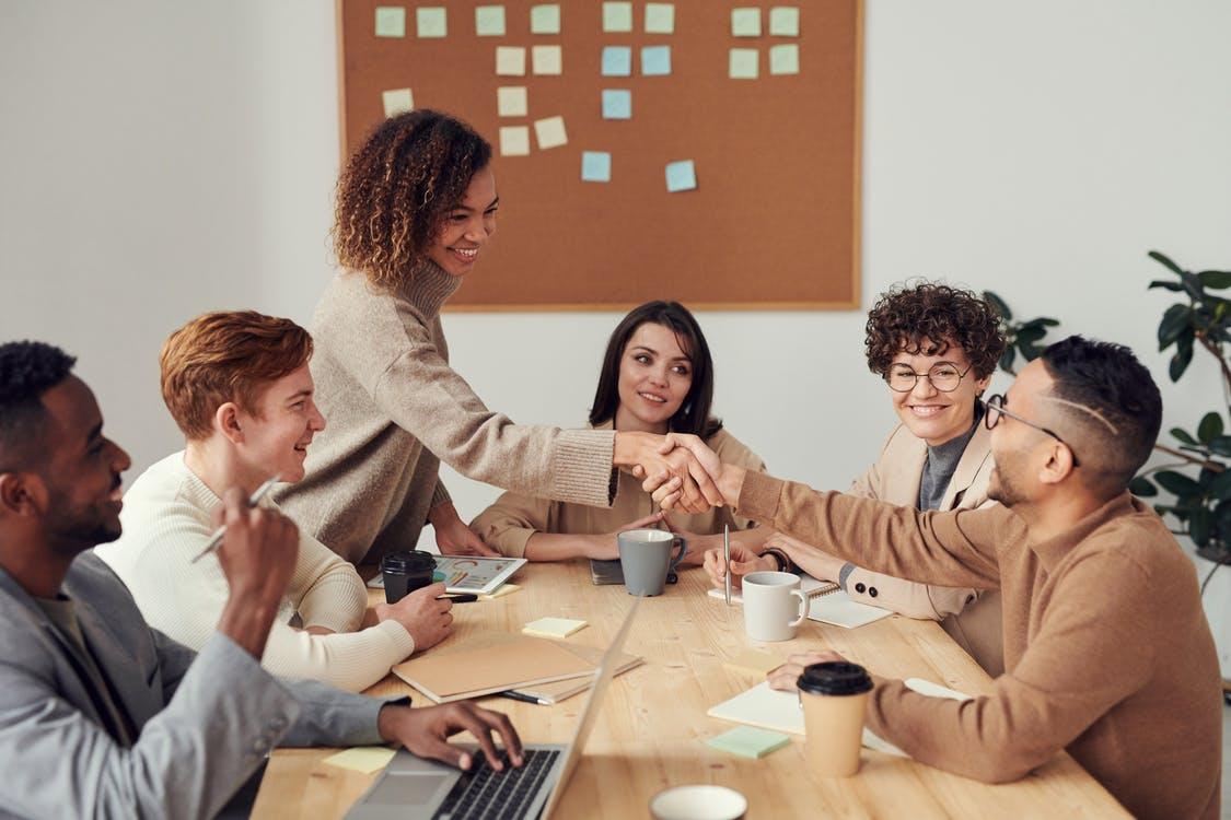 Glade medarbejdere til møde