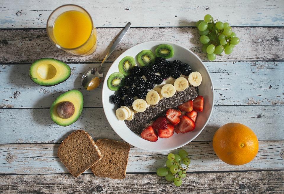 plankebord med morgenmad